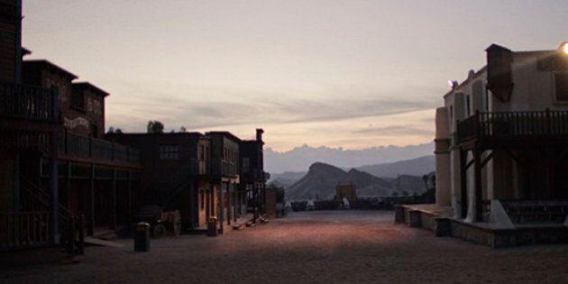 Il mondo del western all'italiana evocato nelle immagini di Alvaro