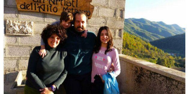 Marco ed Emiliana lasciano Milano e il posto fisso per aprire un agriturismo nelle Marche.
