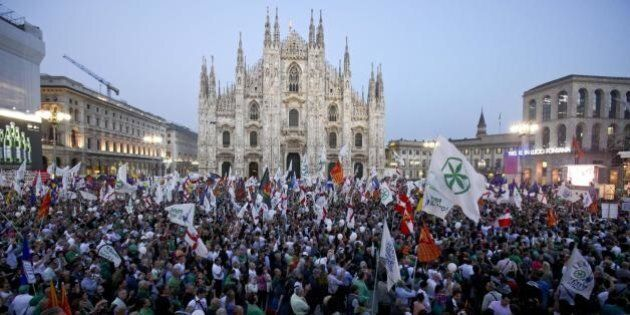 Milano, Lega in piazza contro l'immigrazione. Matteo Salvini: