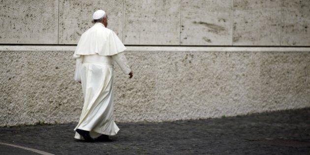 Sinodo sulla famiglia, i cardinali Muller e Burke non si avvicinano a salutare Papa