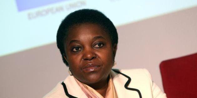 Cecile Kyenge vola in Nigeria e su Facebook si scatenano commenti razzisti: