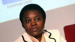 Kyenge vola in Nigeria e su Facebook arrivano insulti razzisti