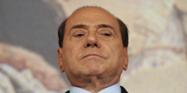 Silvio Berlusconi rassicura Forza Italia e il temporeggia con Matteo Renzi sulla legge elettorale per...
