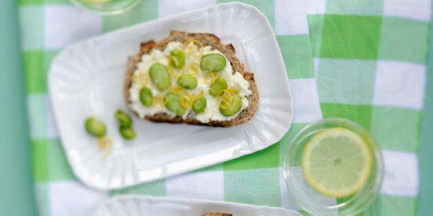 10 ricette vegetariane per il menù di Pasqua. Dagli asparagi in salsa mimosa alla crostata di fragole