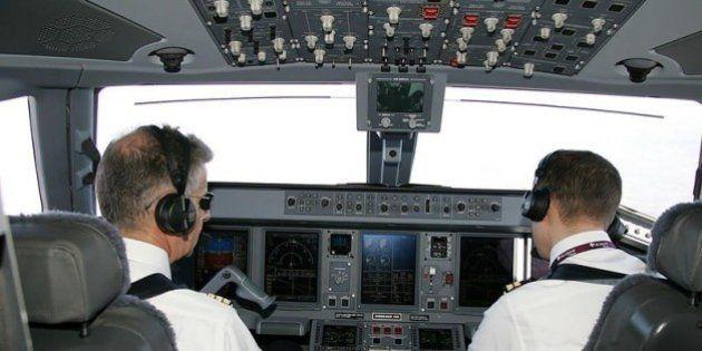 Come funziona la cabina di pilotaggio di un aereo? Chiusa e inaccessibile, protetti dai terroristi ma...