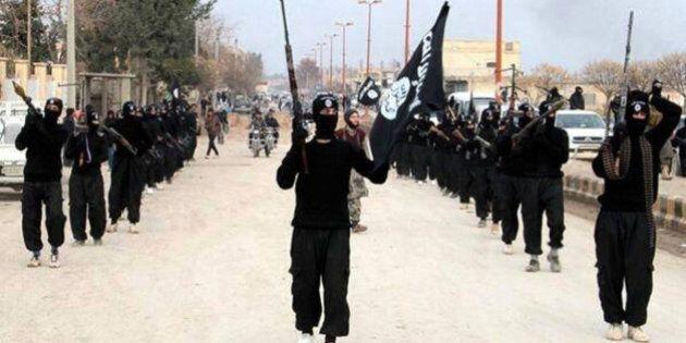 Isis: 13 ragazzini uccisi a colpi di mitragliatrice in Iraq per aver guardato in tv la partita di calcio...
