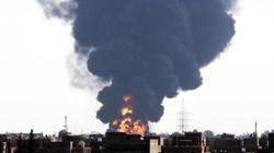 Inferno di fuoco a Tripoli, razzo su depositi di