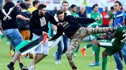 Pugni e calci ai giocatori israeliani (FOTO,