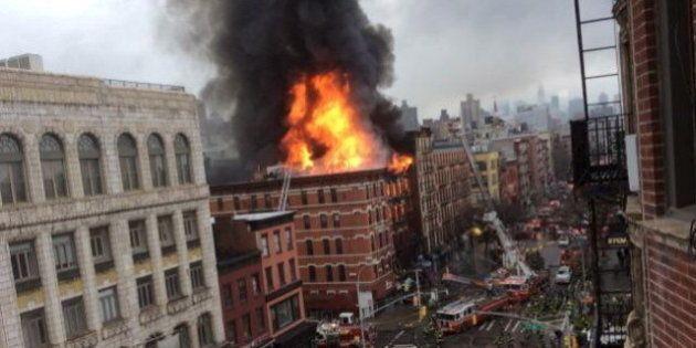 New York, crollo e incendio di un palazzo a Manhattan. 30 feriti, fiamme fino al quinto piano (FOTO,