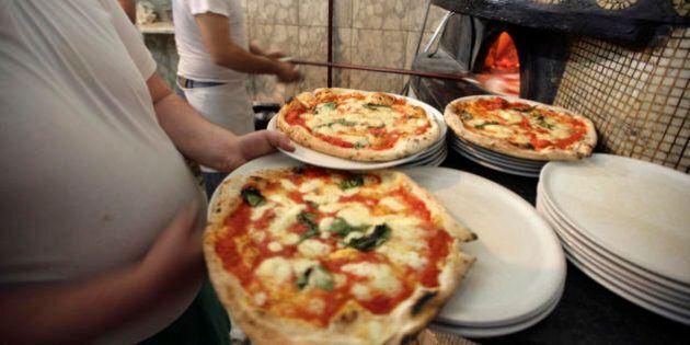 Ricetta Pizza Unesco.La Pizza Patrimonio Dell Unesco L Italia Candida L Arte Napoletana A Bene Culturale Immateriale Dell Umanita Foto L Huffpost