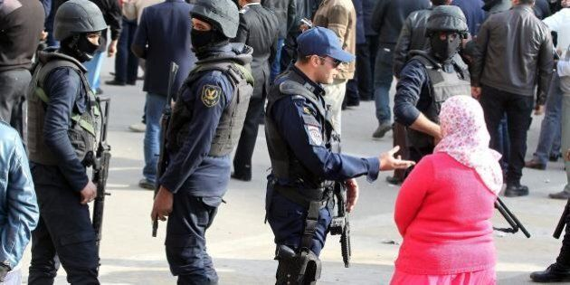 Egitto, bomba al Cairo davanti alla stazione metro dell'Università di Giza: almeno 8