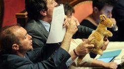 In Senato spunta.... un canguro di peluche!