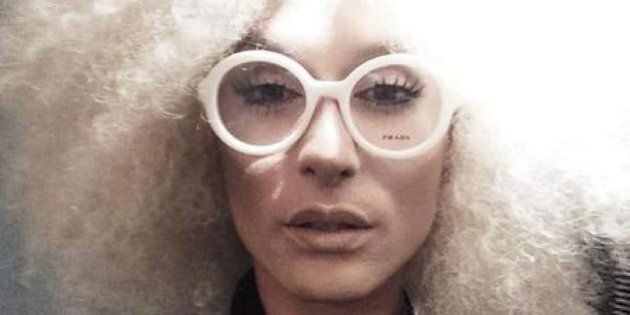 Conchita Wurst bionda e senza barba. La cantante transgender si trasforma in Eleanor White per un party...