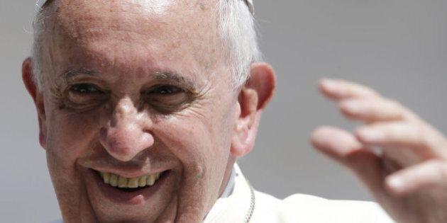 Papa Francesco e il decalogo per la felicità: 10 segreti del per vivere sereni. L'intervista rilasciata...