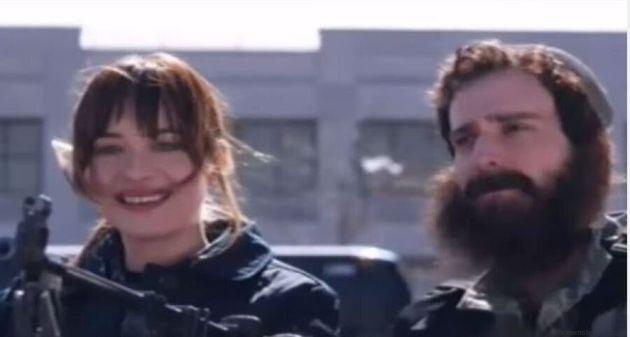Dakota Johnson nel video parodia sull'Isis. Clip al centro delle polemiche in rete: