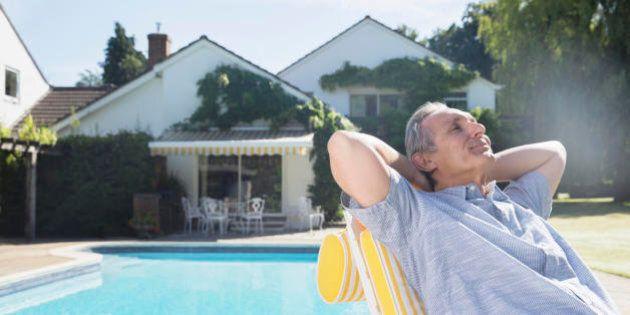 17 segreti del vicino di casa ricco, secondo il TIME. È paziente, spende meno di quanto guadagna e pensa...