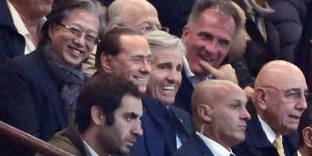 Milan in vendita: Silvio Berlusconi riceve Richard Lee, uomo d'affari di Hong Kong. Derby tra Thailandia...