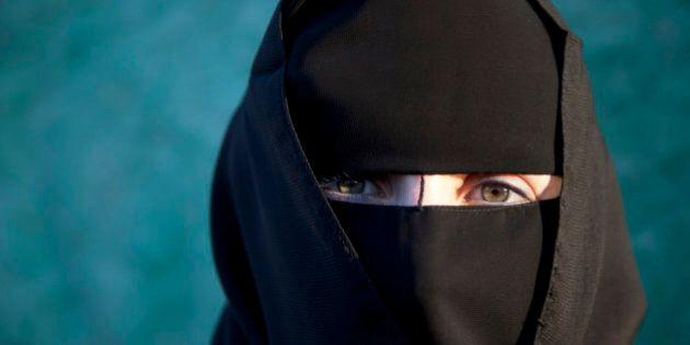 Donna musulmana incoraggia terrorismo in Siria su Facebook: