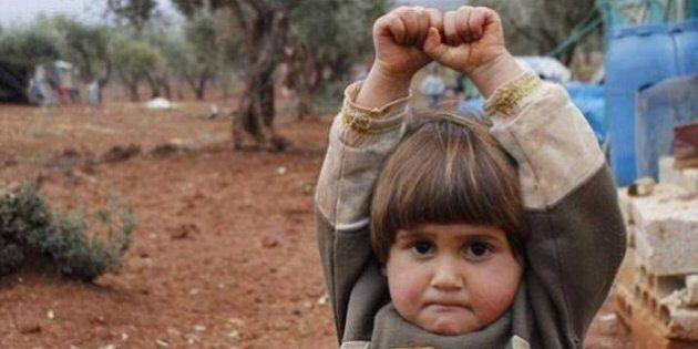 Siria, la piccola Hudea, la bambina della foto che ha commosso il mondo, è finita nella città presa da
