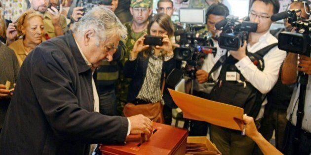 Elezioni Uruguay, sinistra in vantaggio ma si va al ballottaggio. Jose Pepe Mujica va a votare con il