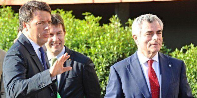 Mauro Moretti con Matteo Renzi plaude al Jobs Act.