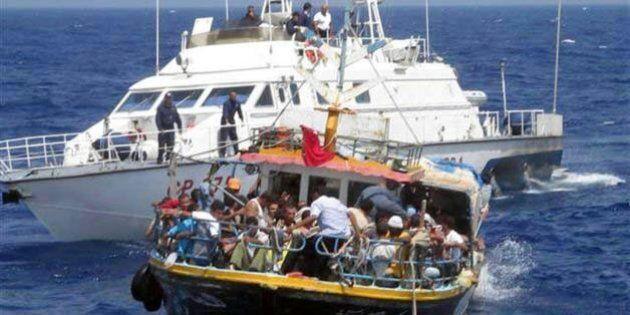 Barconi migranti, la Marina potrà affondare le imbarcazioni. La misura nel Dl sull'immigrazione di Angelino...