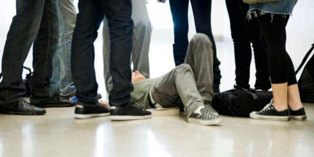 I genitori del ragazzo vittima di bullismo a Roma: