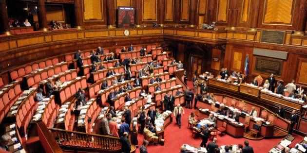 Riforme, l'immunità per i senatori resta. Abolita l'indennità