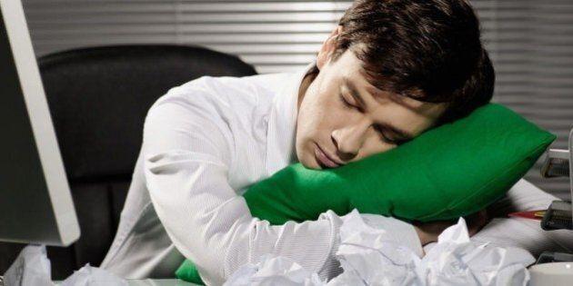 La pennichella fa bene. Gli scienziati decantano i vantaggi del sonno pomeridiano per la memoria e la