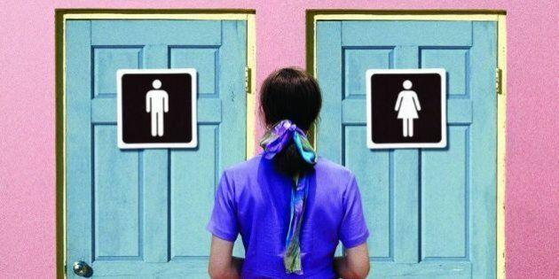 Maschi o femmine? 3 storie raccontano come un bagno possa discriminare gay e transgender