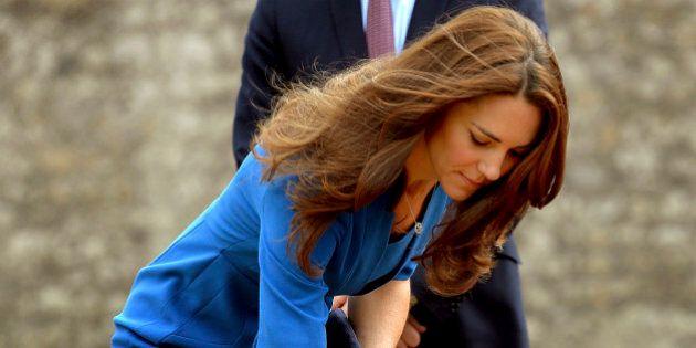 Kate Middleton piange, la duchessa con William e Harry alla Torre di Londra ai caduti della Prima Guerra...