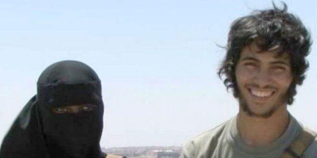 Isis, jihadisti di bell'aspetto, giovani, sorridenti. La strategia del califfo per attrarre ragazzine