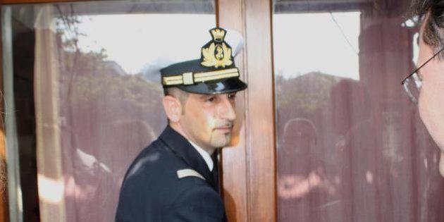 Massimiliano Latorre ricoverato in ospedale, malore per il marò. La ministra Roberta Pinotti va a fargli...