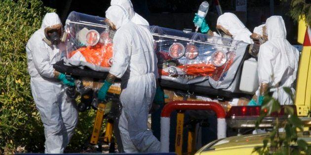 Ebola, l'America alza al massimo il livello di allarme e invia più esperti in Africa: invece dei vaccini...