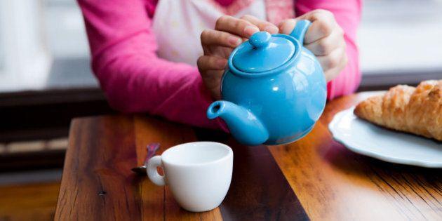Tè meglio del caffè: allunga la vita e riduce di un quarto la mortalità. 9 motivi per cui berlo fa bene