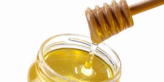 25 modi per utilizzare il miele come rimedio domestico: contro il reflusso, l'alitosi, per dimagrire