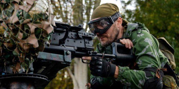 Ucraina, ribelli filorussi prendono l'aeroporto di Lugansk. Kiev accusa Mosca: