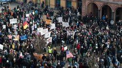 Arriva anche Pegada, in centinaia manifestano contro l'americanizzazione dell'Occidente