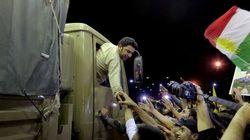 I peshmerga arrivano a Kobane, accolti come eroi alla frontiera