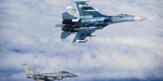 Nato, allerta per insolita attività russa nei cieli europei: almeno 26 caccia russi intercettati. Rischi...