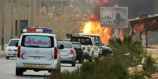 Libia, a Bengasi è battaglia continua: 130 morti in dieci giorni. Nazionalisti laici vs islamici di Ansar