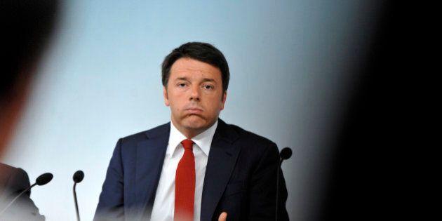 Le campagna elettorale di Matteo Renzi: dal distacco all'arena della leonessa Bindi. Con un Pd che non...