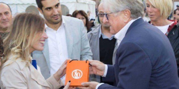 Francesco Palermo regala un gioiello da 80 euro a Maria Elena Boschi. Il bonus diventa un portafortuna...
