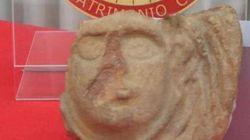 Dopo 50 anni torna a Pompei per restituire il reperto rubato