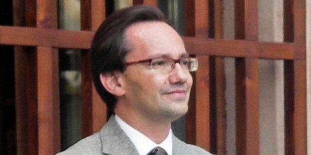 Fabrizio Pellegrino arrestato. Il professore di Saluzzo è accusato di prostituzione minorile, violenza...