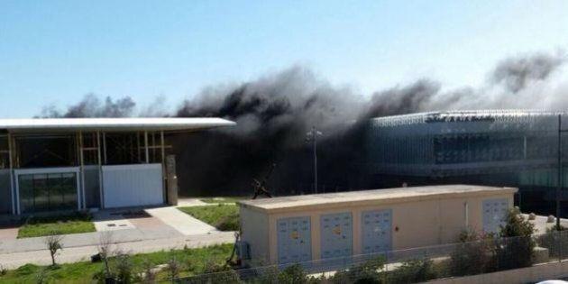 Arsenale della Maddalena, incendio nella struttura simbolo degli sprechi del G8. Mauro Pili: