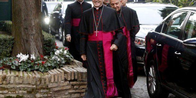 Scambio embrioni, l'accusa del segretario Cei Nunzio Galantino: