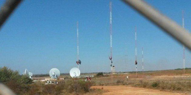 No Muos, Niscemi manifesta contro le antenne satellitari della base americana. Marcia pacifica, slogan