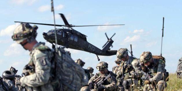 Nato, maxi esercitazione nell'est Europa per dare un segnale a Putin. Partecipano anche le truppe d'assalto
