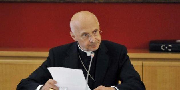 Il Cardinale Angelo Bagnasco contro i manuali gender nelle scuole.